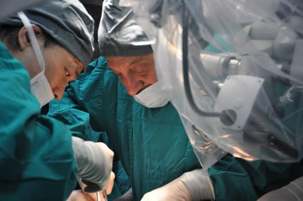 Dr. Silber and Dr. Zhang performing surgery.